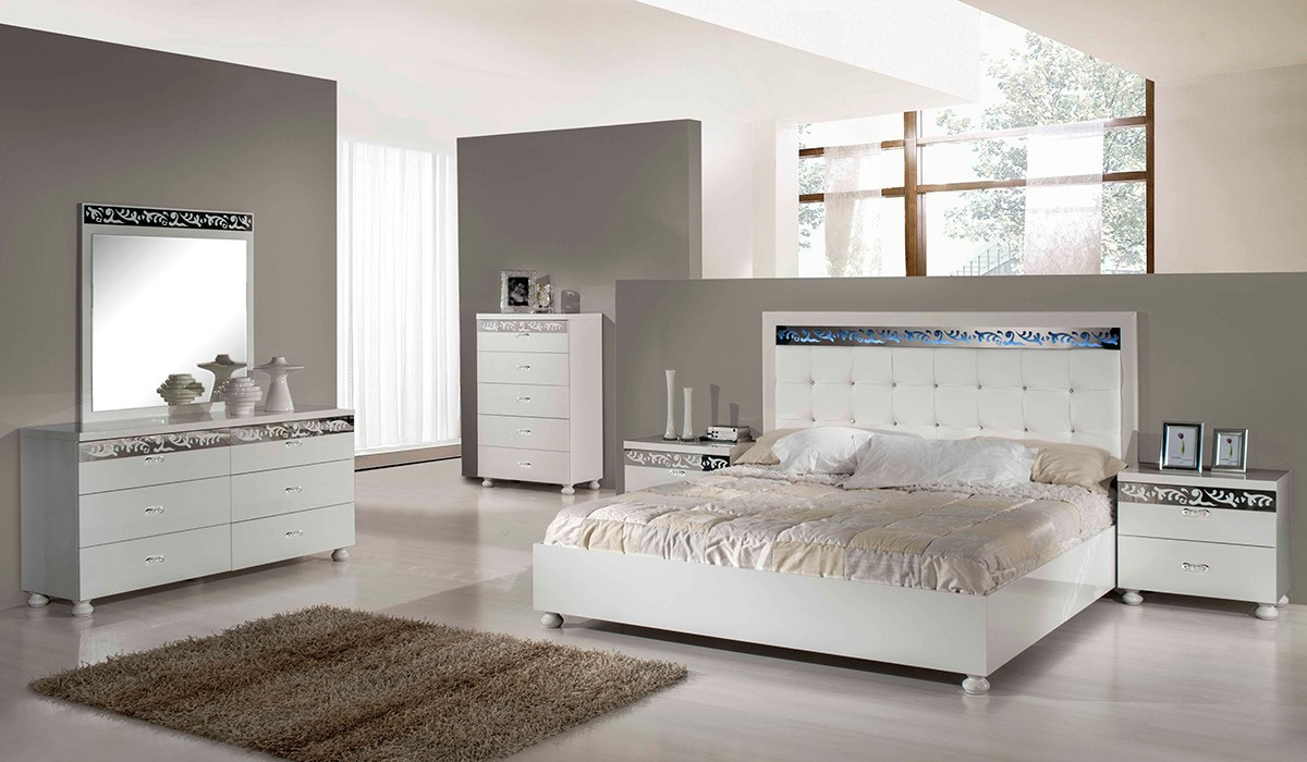 Factors to consider on buying your bedroom dresser la for Headboard and dresser set