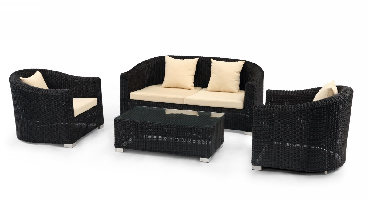 Enjoy A Relaxed Dining On The Patio With Modern Furniture La Furniture Blog